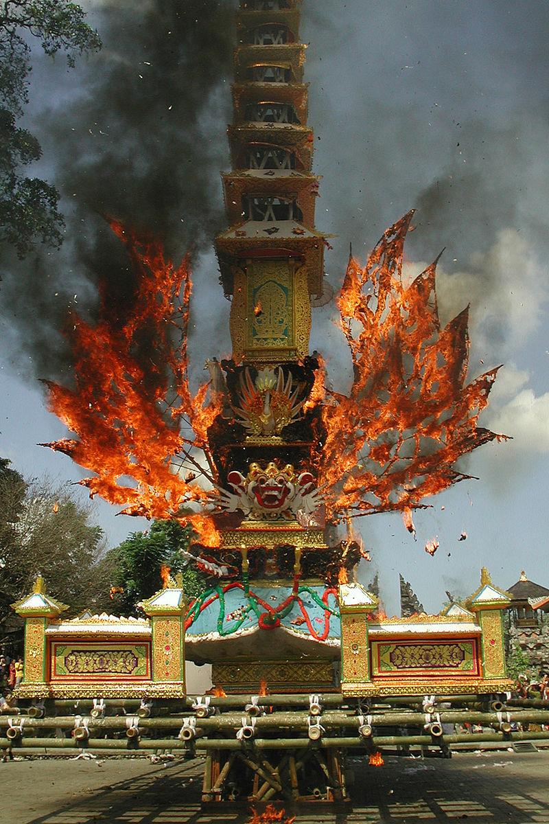 Cerimônia de Cremação em Bali